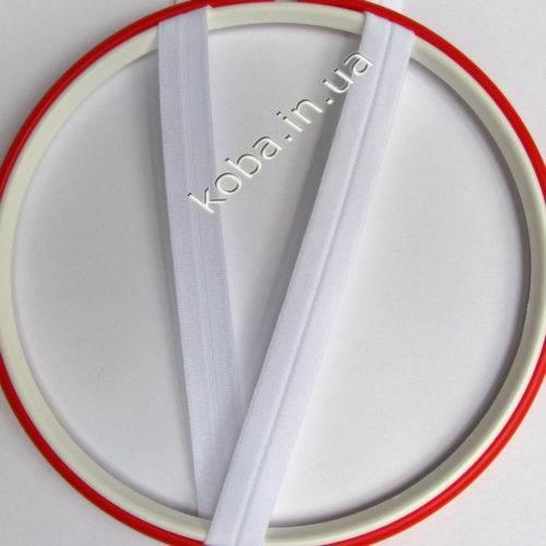 Эластичная бейка белого цвета
