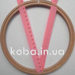 Эластичная бейка красно-розового цвета
