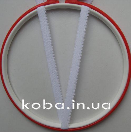 Тесьма резинка белого цвета с кружевной окантовкой